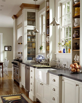 A kitchen with custom moldings and handles for the cabinets